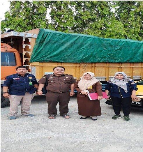 Penyidik KLHK Limpahkan Perkara Illegal Loging Tahap II Kepada Kejari Wajo