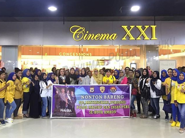 Teguh Sarwono dan Rombongan Nonton Sang Prawira di Cinema XXI Ambon