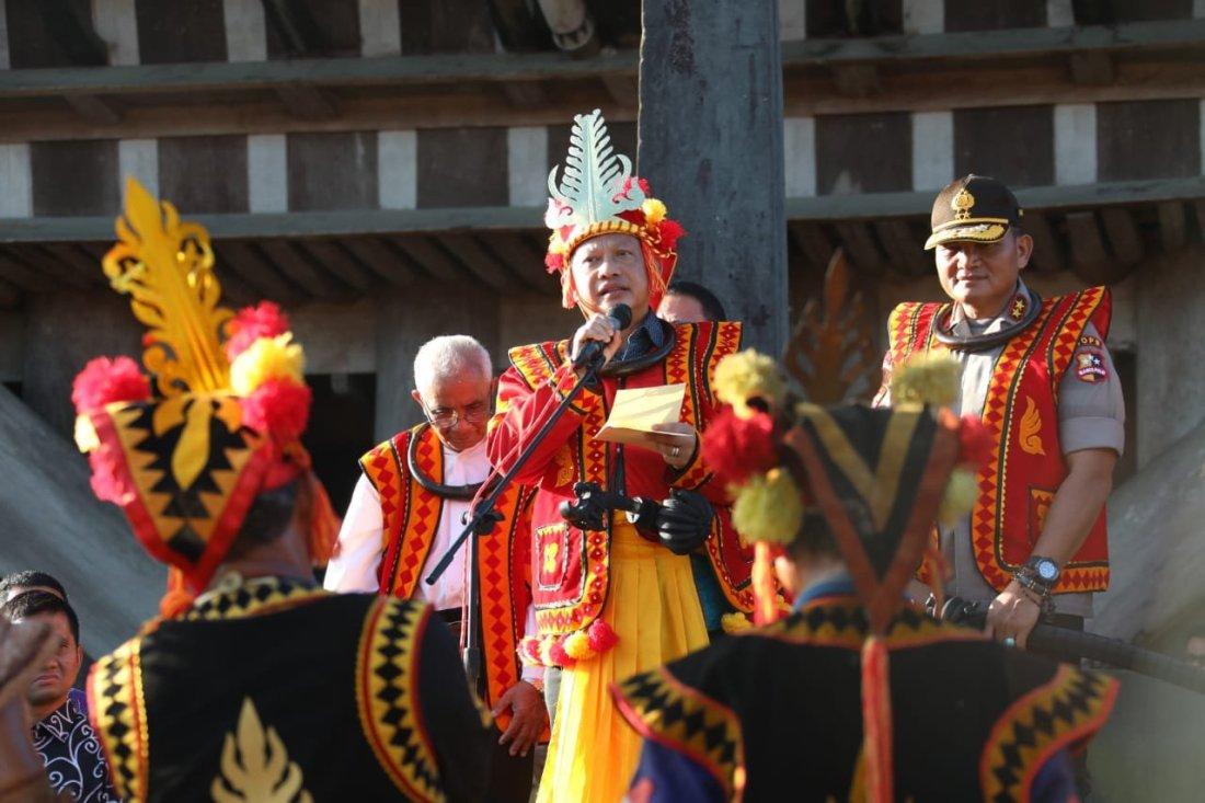 Tuha Garu Sifaoma Bawa Gelar Adat yang Disematkan Kepada Tito Karnavian di Nias