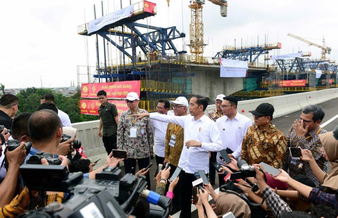 Presiden Jokowi Resmikan Jalan Tol Layang Jakarta-Cikampek