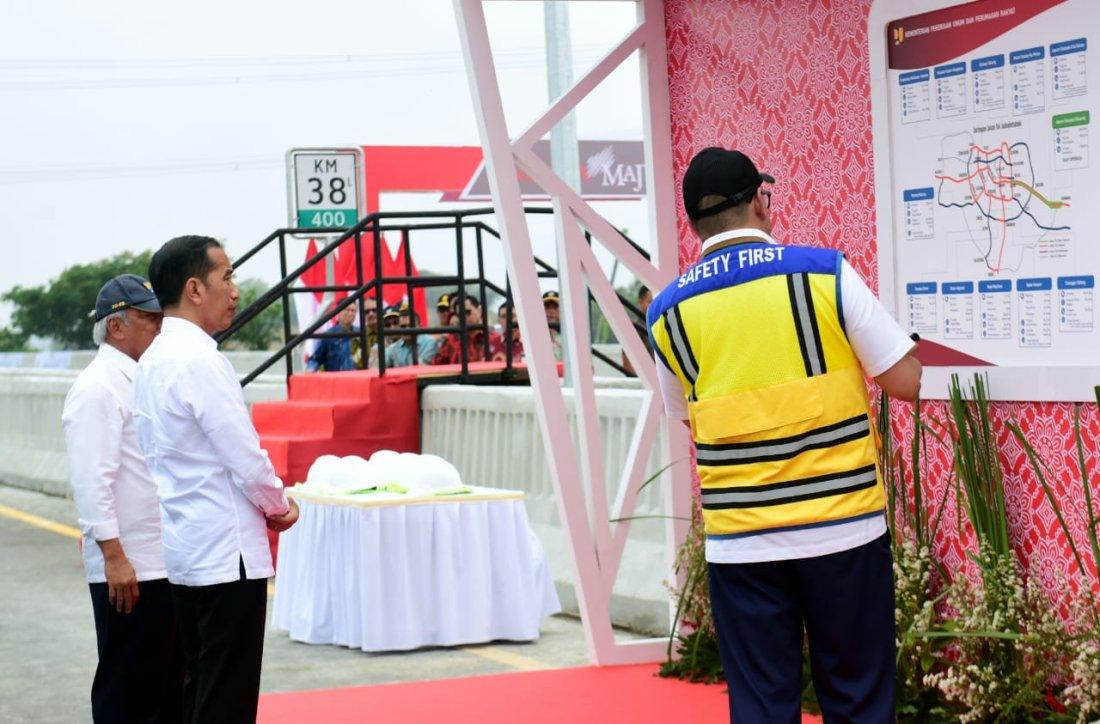 Jokowi Tinjau Pembangunan LRT Jabodebek dan Kereta Cepat Jakarta-Bandung