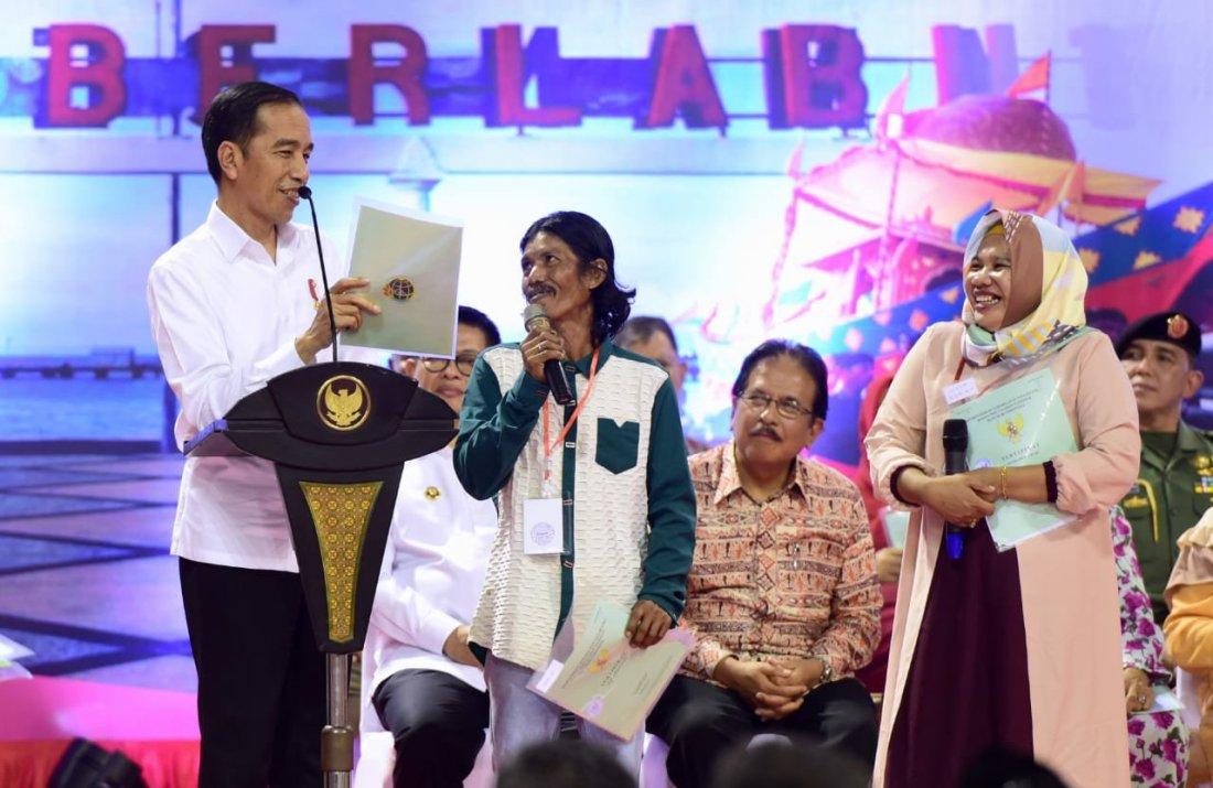 Joko Widodo Serahkan 1.000 Sertifikat Hak Atas Tanah untuk Masyarakat di Kota Tarakan