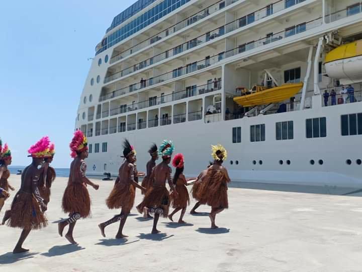 Kemenhub Sambut Pelayaran Perdana Kapal Cruise MV. The World di Biak