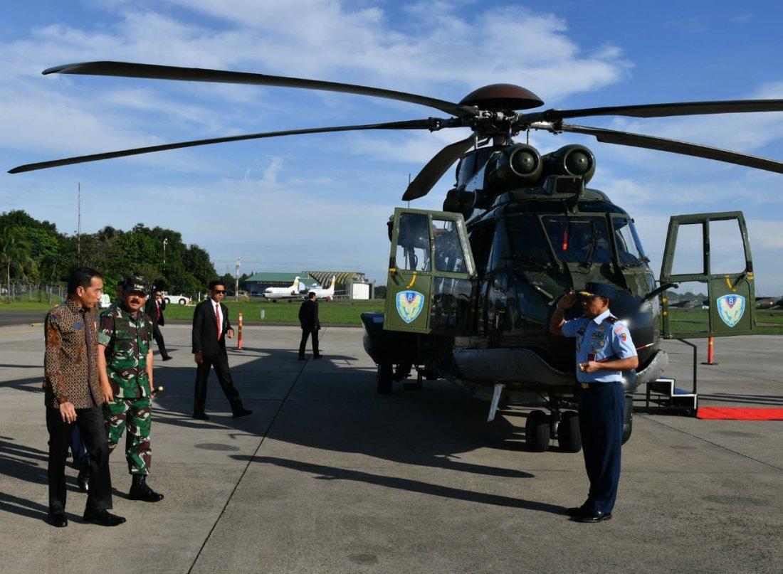 Joko Widodo Tinjau Helikopter Caracal di Halim Perdanakusuma