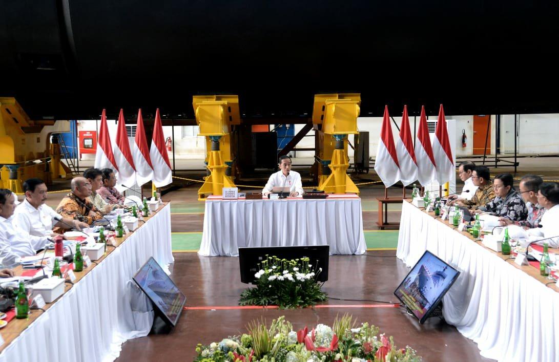 Jokowi Tegaskan Kebijakan Alutsita Harus Perkuat Industri Pertahanan Nasional di Indonesia
