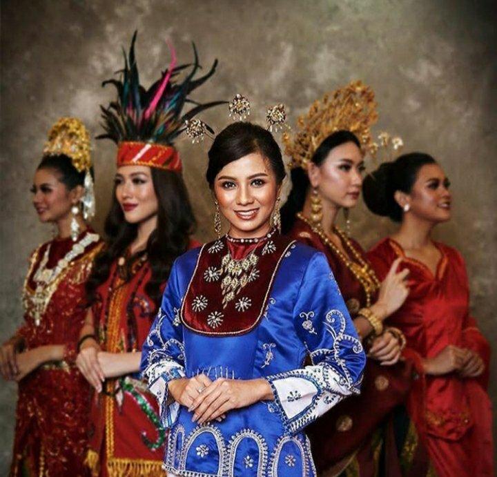 Yoan Clara Teken Tunjukkan Maluku Sangat Kaya Tradisi Lewat Baju Adat Pelauw