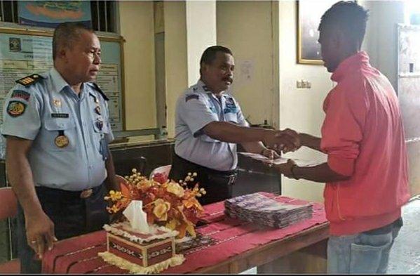 Cegah Covid-19, David Lekatompessy Bebaskan 44 Warga Binaan di Lapas Kelas III Saumlaki