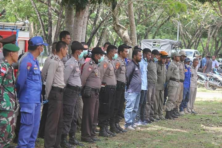Pemkab Halteng dan Gabungan TNI-Polri Lakukan Penyemprotan Disinfektan di Kota Weda
