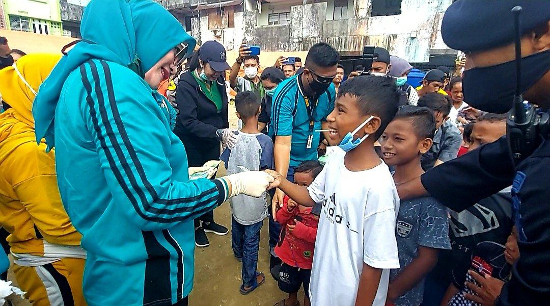 Widya Murad Ismail Beri Bantuan ke Korban Kebakaran di Kawasan Ongkoliong