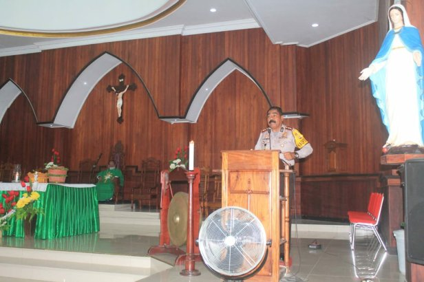 Adolof Bormasa Beri Pesan Kamtibmas di Gereja Tri Tunggal Maha Kudus Sifnana
