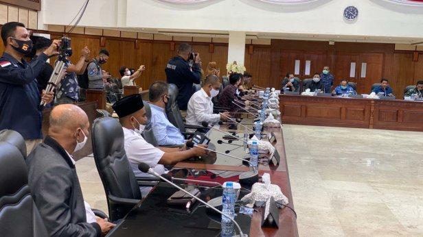 Baharudin Djafar dan Agus Rohman Hadiri Undangan Silaturahmi DPRD Maluku