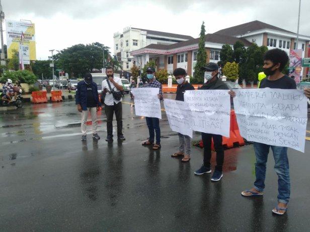Ampera Demo Dukung Pemprov Maluku di Ambon