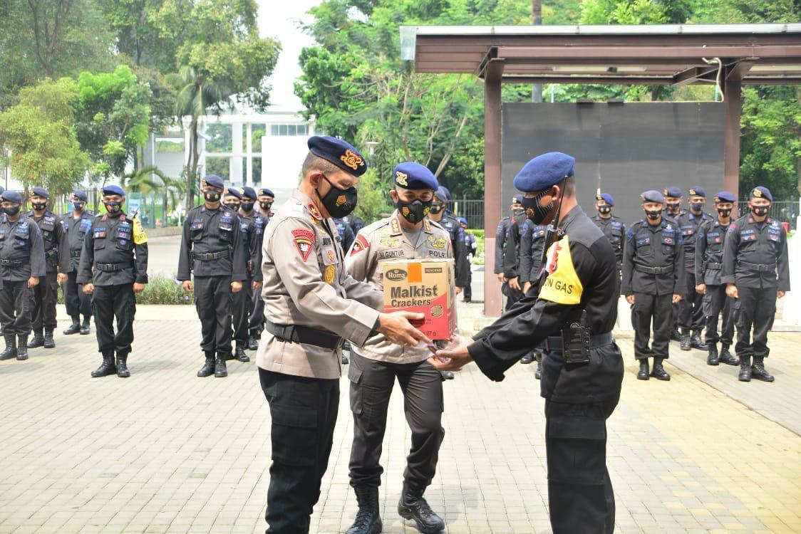 Jan De Fretes dan Muhammad Guntur Cek Pasukan Brimob Maluku BKO Polda Metro Jaya