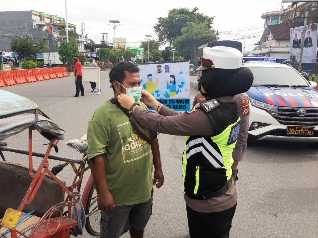 Rositah Umasugi Minta Satlantas Polres Malteng Tertibkan Pengendara Tanpa Masker